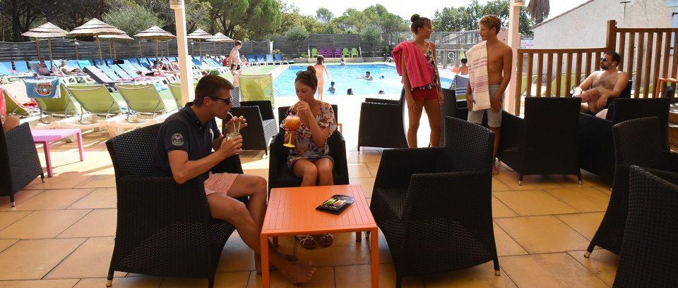 Lounge Bar côté piscine