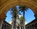 Au large de Cannes, les Iles de Lerins avec le Monastère de St Honorat
